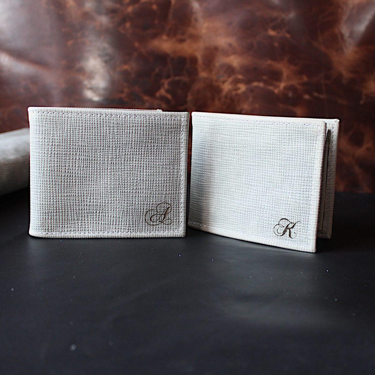 Ръчно изработен светлосив мъжки портфейл инициали