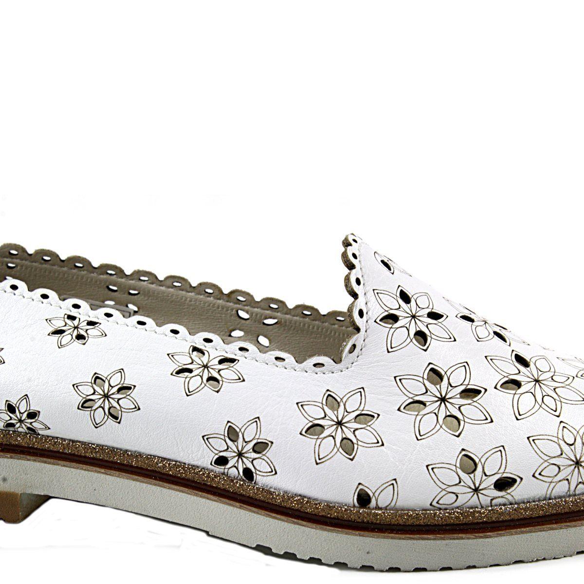 Бели Летни Дамски Обувки Естествена Кожа на Цветя Отблизо