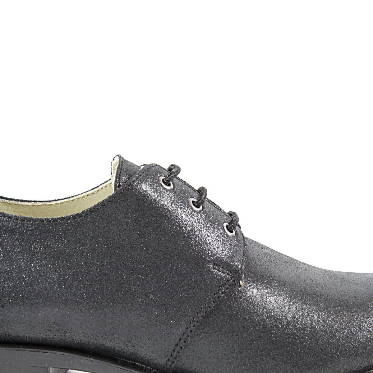 Черни Дамски Обувки от Естествена Кожа с Брокат от Близо