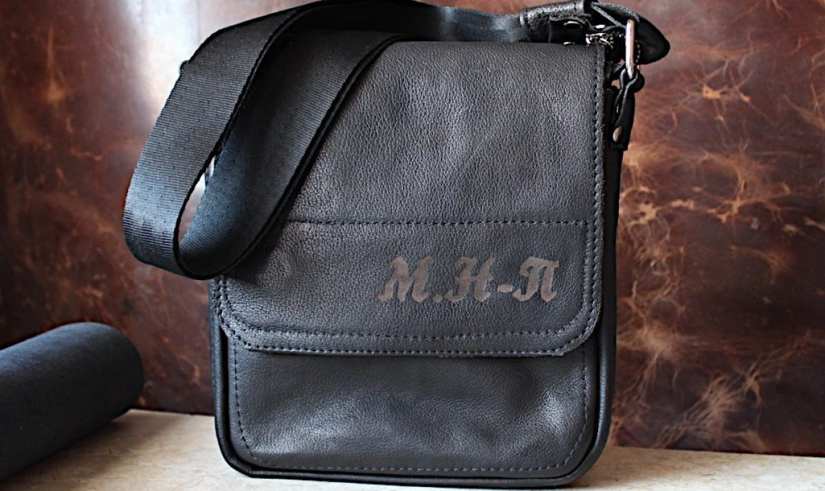 Ръчно Изработена Мъжка Чанта с Инициали на Клиента