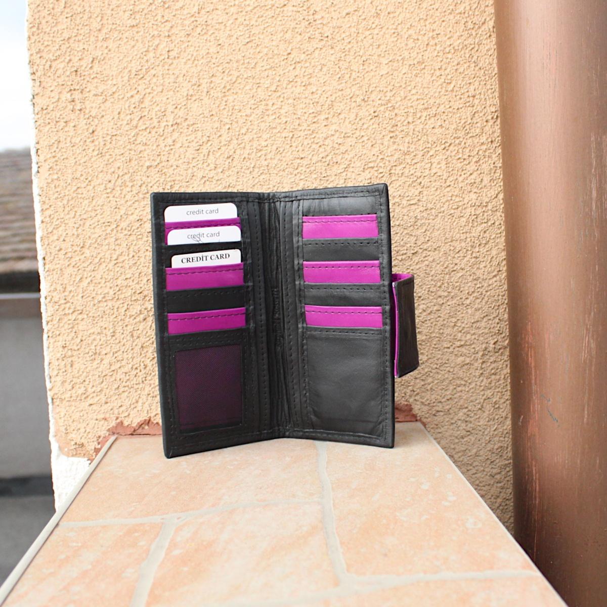 ръчно изработено черно дамско портмоне вътре