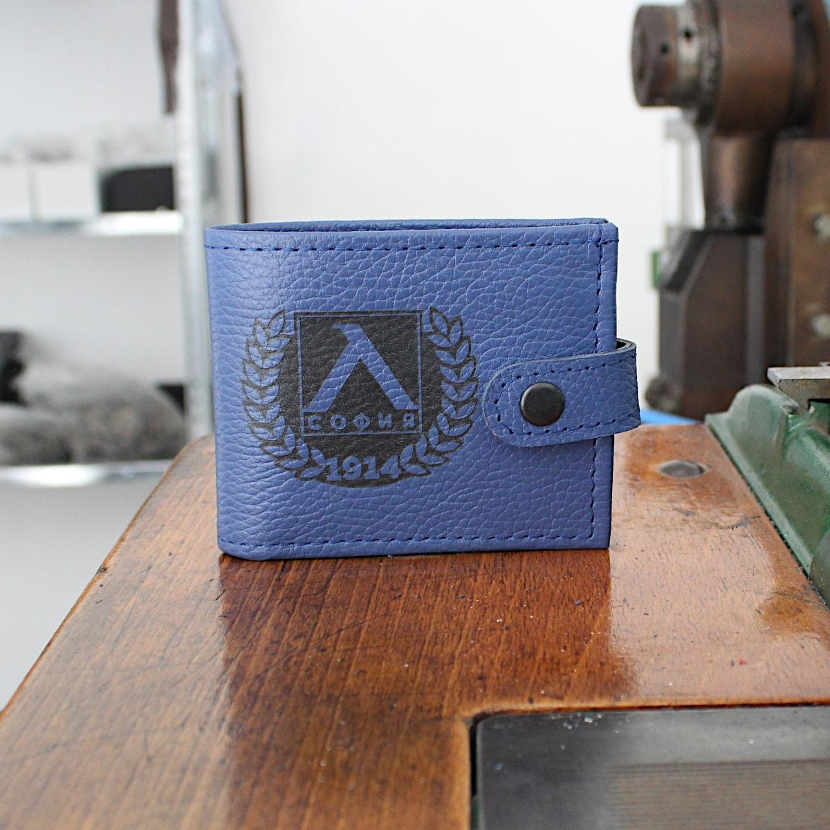мъжки портфейл телешки бокс син гравиран