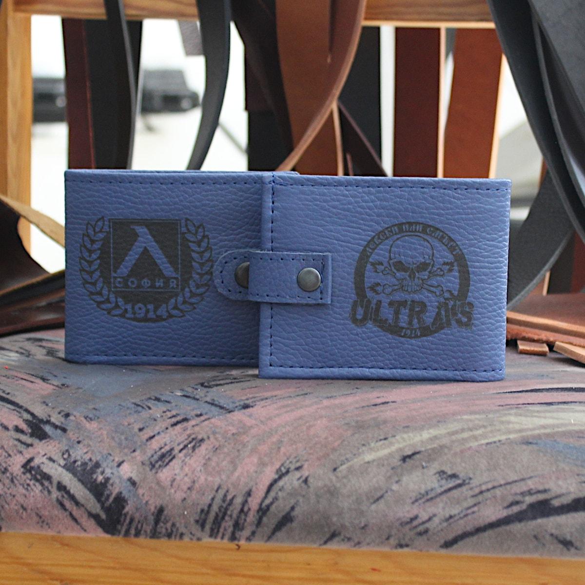 ръчно изработен син портфейл с логото на Левски логота