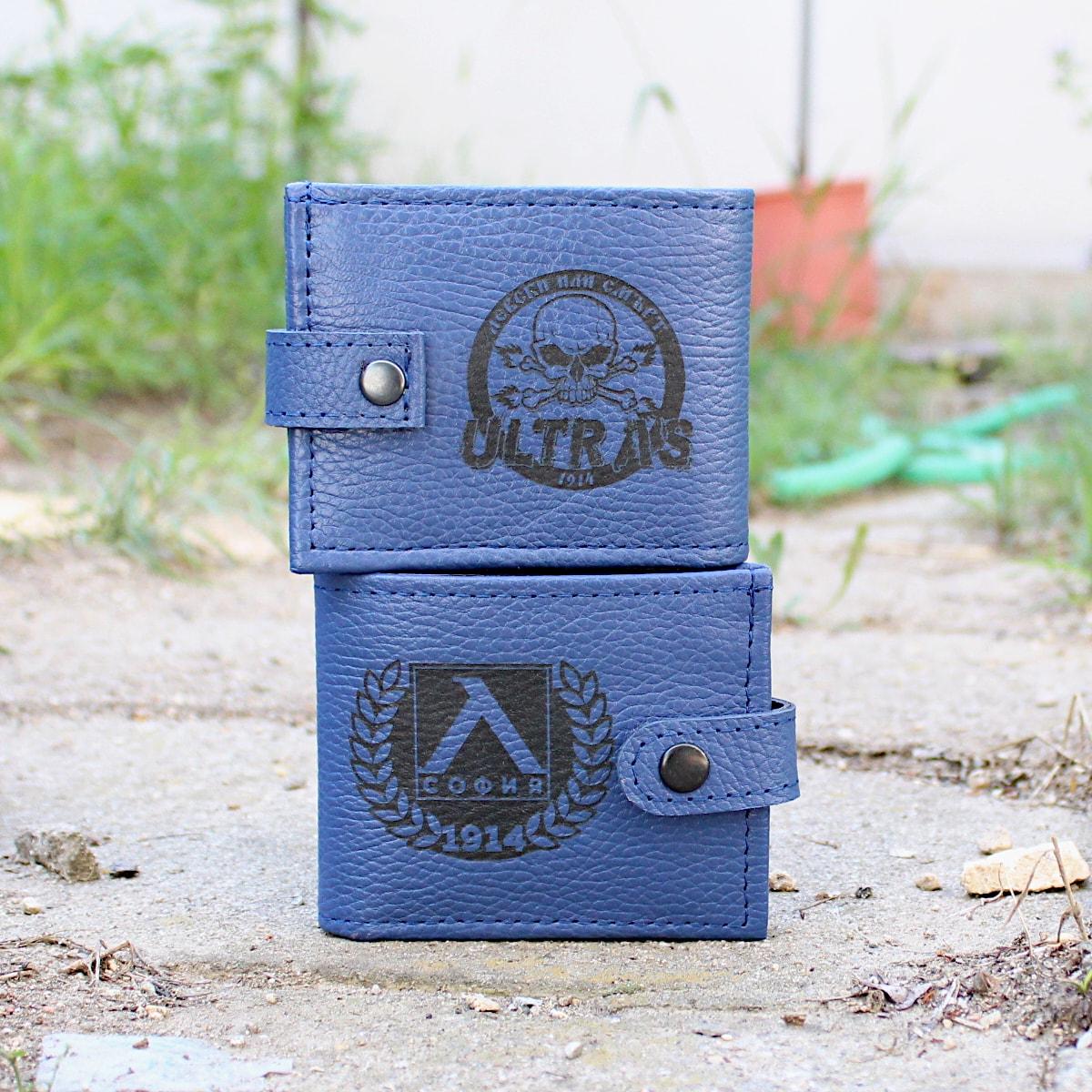 ръчно изработен син портфейл с логото на Левски лого отпред и отзад