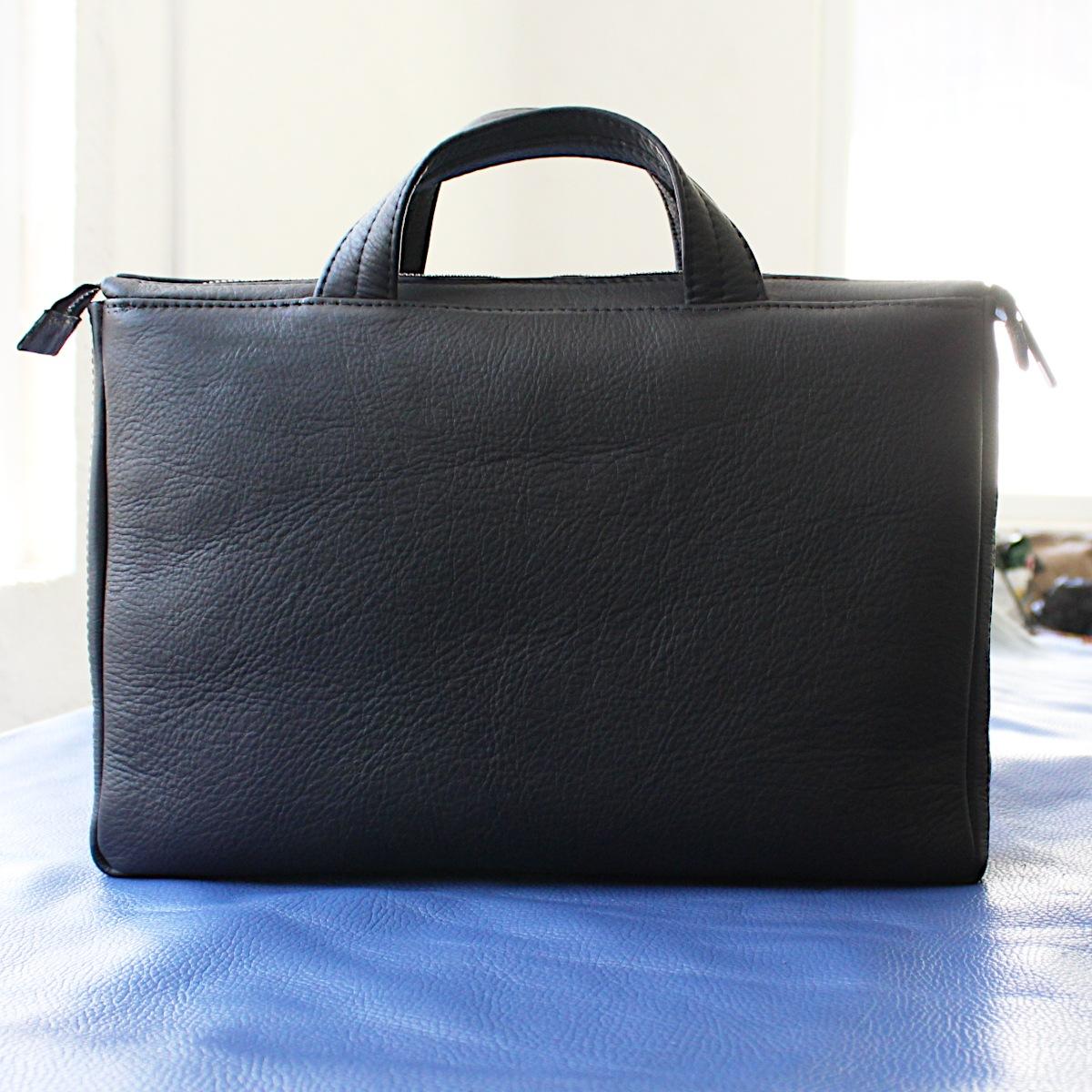 ръчно изработена черна мъжка бизнес чанта от естествена кожа отзад