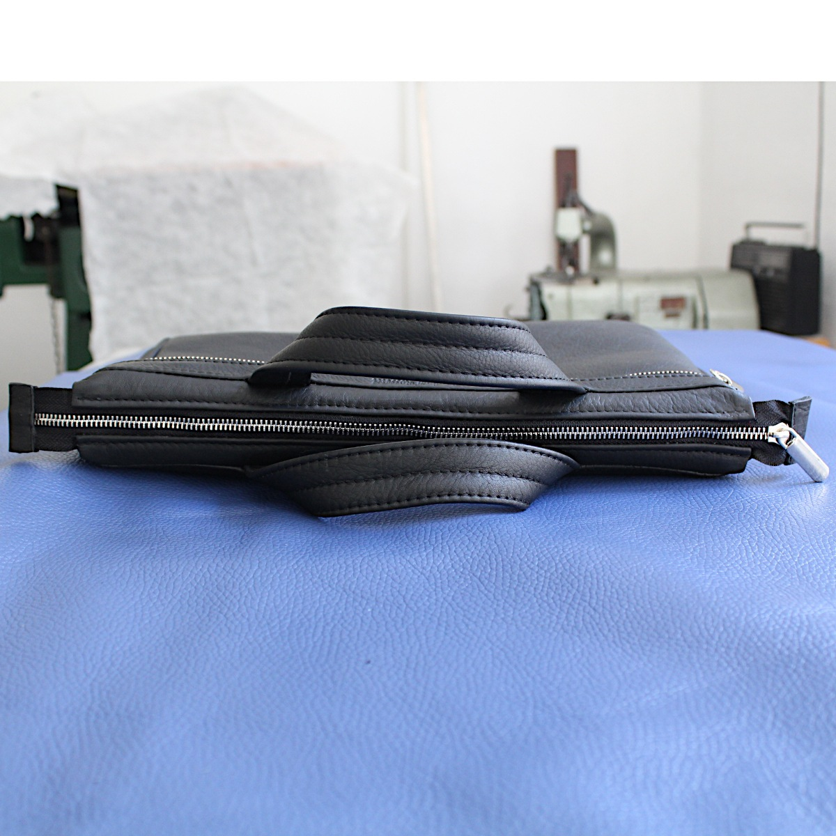 ръчно изработена черна мъжка бизнес чанта от естествена кожа цип