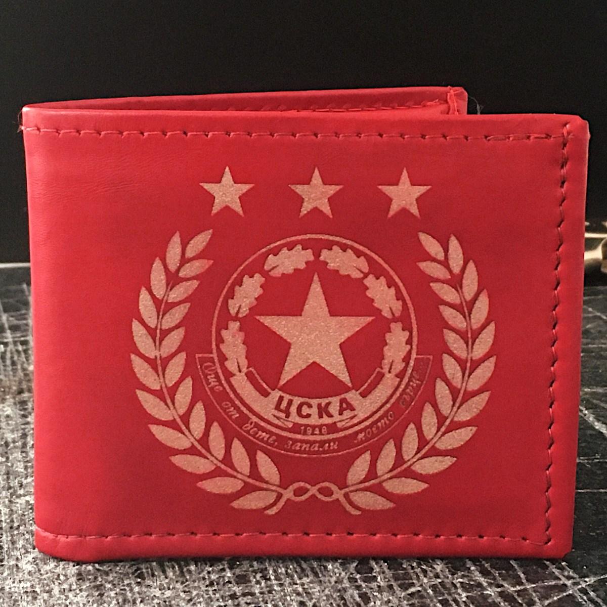 ръчно изработен червен кожен портфейл с логото на цска - отпред