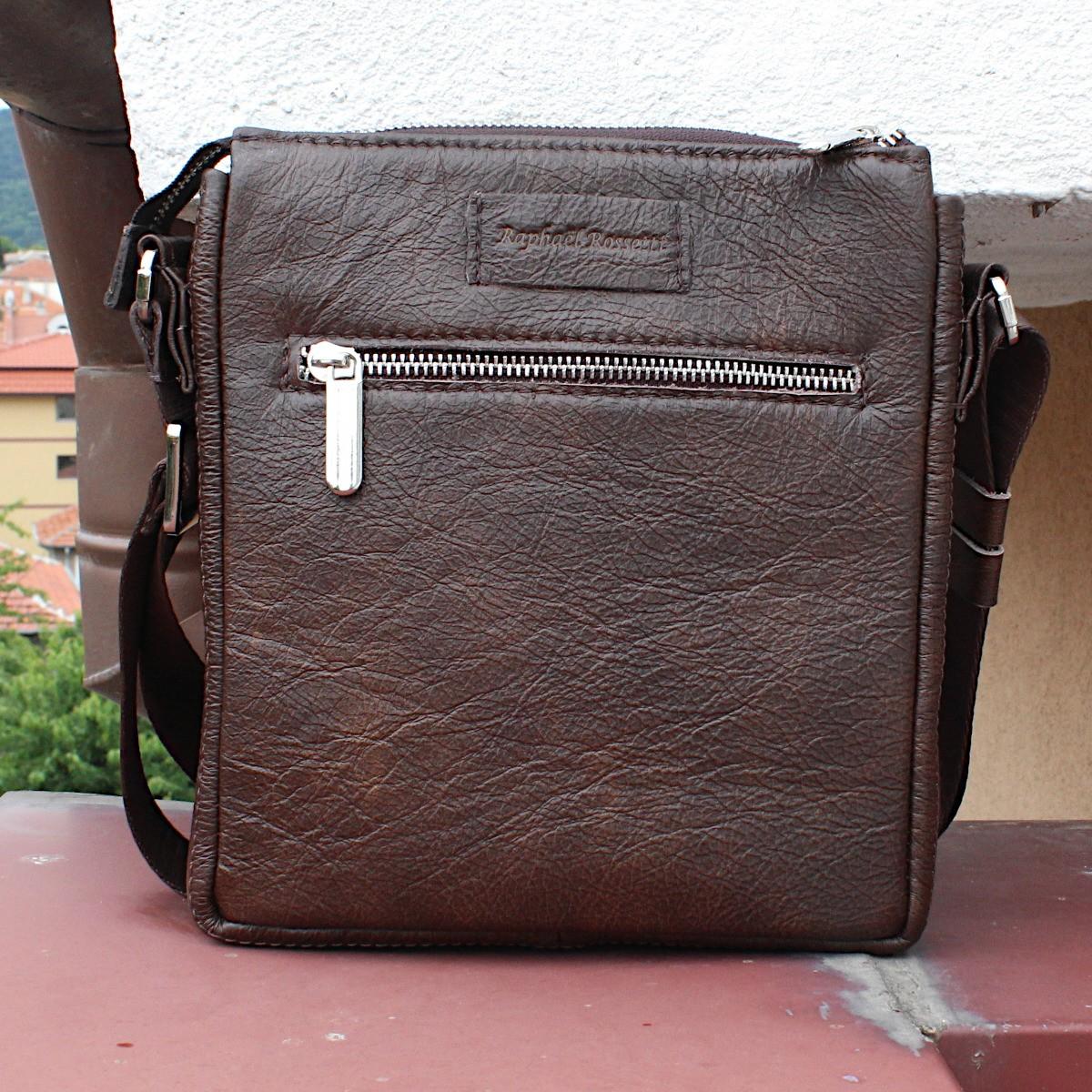 кафява мъжка кожена чанта през рамо - заден джоб