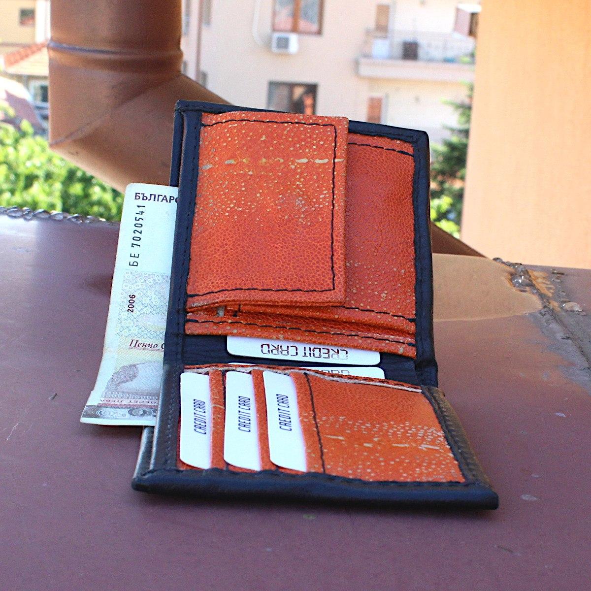 кожен портфейл ръчна изработка черен/оранжев - централно отделение