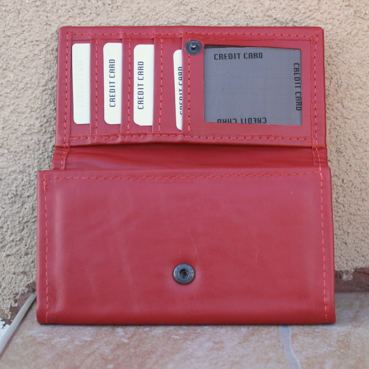 червено дамско портмоне от естествена кожа - карти