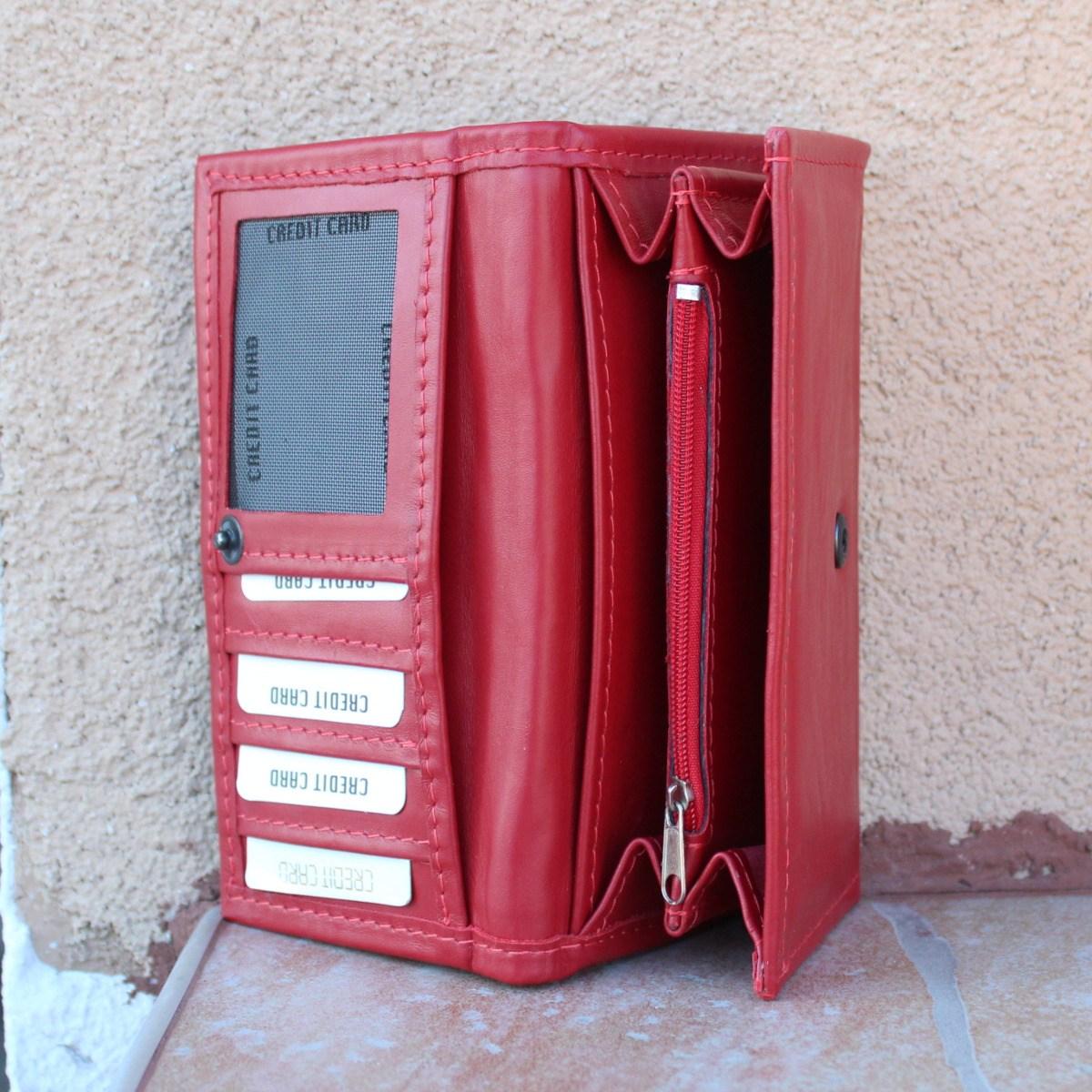 червено дамско портмоне от естествена кожа - отделение банкноти